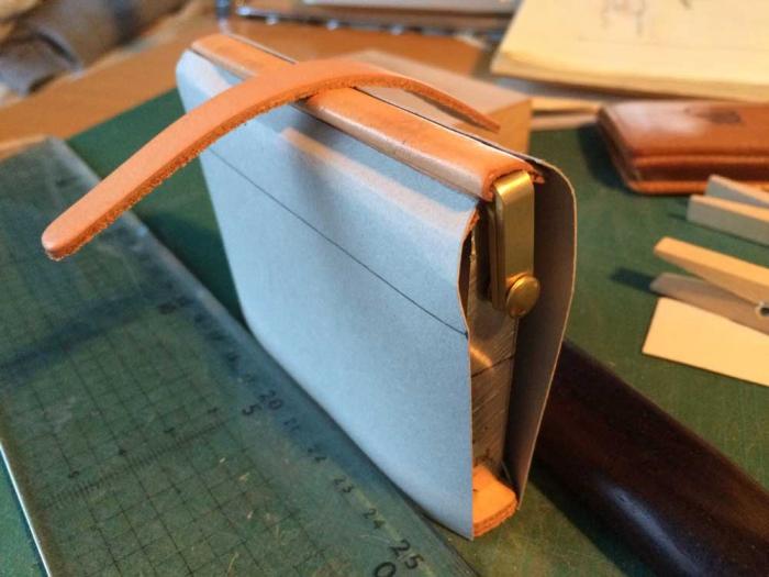 オーダーメイドでダレスバッグ型の名刺入れを作りました。もちろん刻印入りで..2