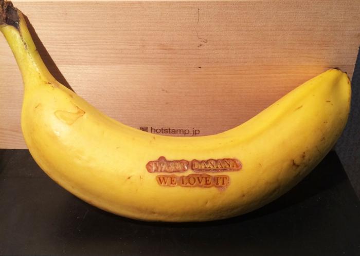 ハンディーホットスタンプを使ってバナナに焼印!