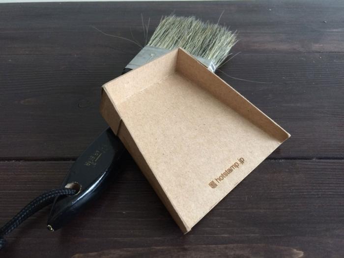 Dustpan & Broom ...テーブル用のちり取と小さなホウキ....