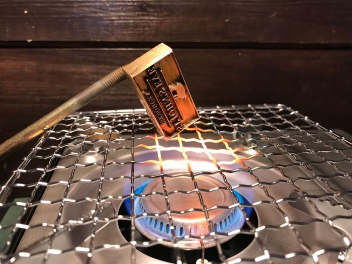 鉄版と真鍮版の直火での加熱方法の違い!!