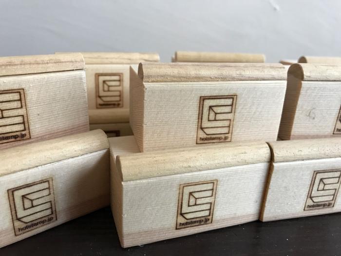 newロゴで焼印、木材編...枕木に押しました。