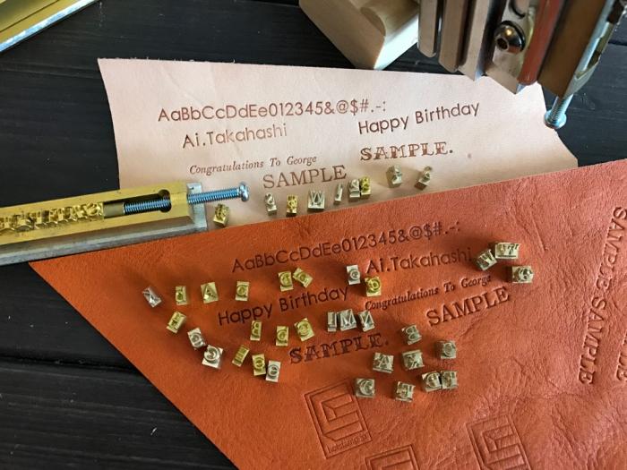 早速...新作活字文字を革に焼印してみました!!