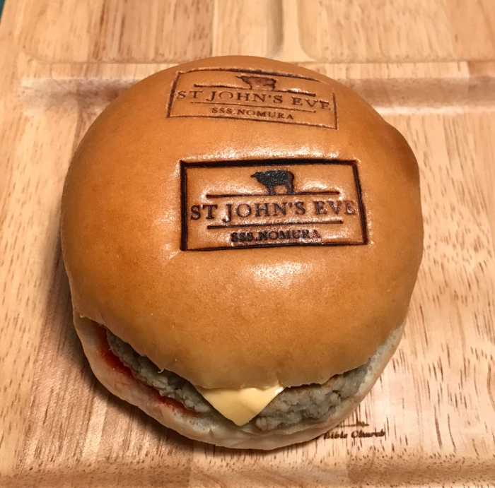 ハンバーガー..のバンズにオリジナルロゴ焼印で.....