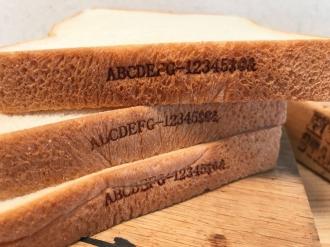 パンがオリジナルの焼印でインスタ映え!口コミでお客さんが増えた!!