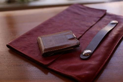 グラフィックデザイナーの財布は、やっぱりオシャレで個性的!